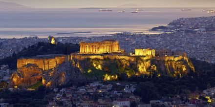 Parthenon och Akropolis i skymningen.