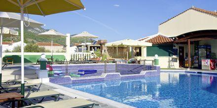 Poolområdet på hotell Athena i Kokkari, Samos.
