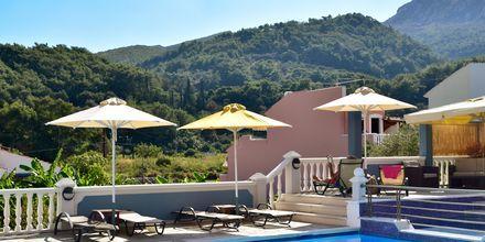 Poolområdet på hotell Athena i Kokkari, Samos