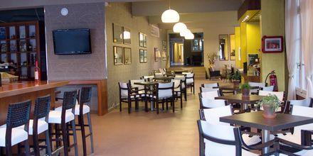 Bar och restaurang på hotell Athos på Lefkas.