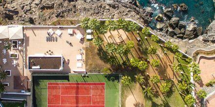 Tennis och terrass för morgonyoga.
