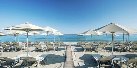 Stranden vid hotell Atlantis Beach i Rethymnon, Kreta.