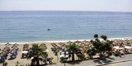Stranden vid hotell Atlon i Vrachos, Grekland.
