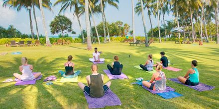 Yogaklass på hotell Avani Bentota Resort & Spa i Bentota, Sri Lanka.