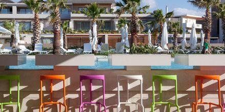 Poolbar på hotell Avra Imperial på Kreta, Grekland.
