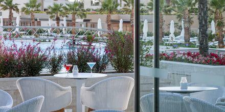 Bar på hotell Avra Imperial på Kreta, Grekland.