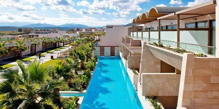 Dubbelrum med delad pool på hotell Avra Imperial på Kreta, Grekland.