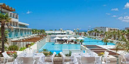 Poolområde på hotell Avra Imperial på Kreta, Grekland.
