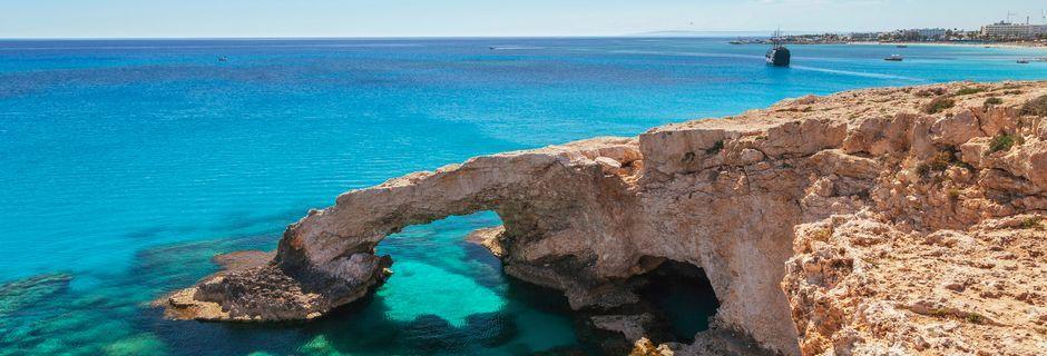Love bridge i närheten av Ayia Napa på Cypern.