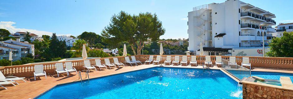 Poolområdet på hotell Azul Playa på Mallorca.