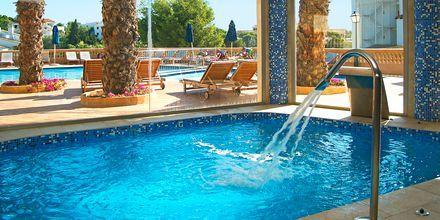 Inomhuspoolen på hotell Azul Playa på Mallorca, Spanien.