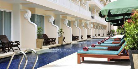 Deluxerum med poolaccess på Baan Karon Buri Resort på Phuket, Thailand.