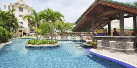 Poolområde på Baan Karon Buri Resort på Phuket, Thailand.