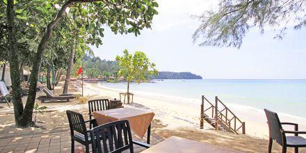 Stranden vid hotell Baan Khaolak Beach Resort, Thailand.
