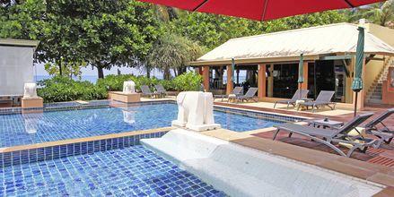 Poolområdet på hotell Baan Khaolak Beach Resort, Thailand.