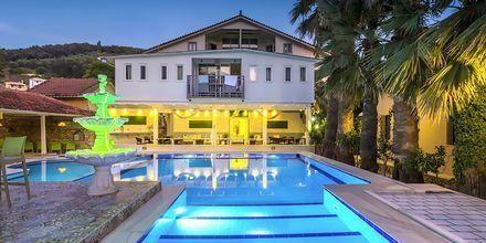 Poolområdet på hotell Bacoli i Parga, Grekland.