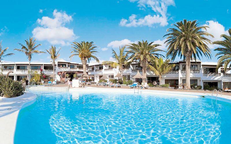 Poolområde på hotell Bahia Kontiki i Puerto del Carmen, Lanzarote.