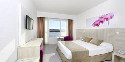 Dubbelrum på hotell Bahia Principe Sunlight Coral Playa på Mallorca, Spanien.