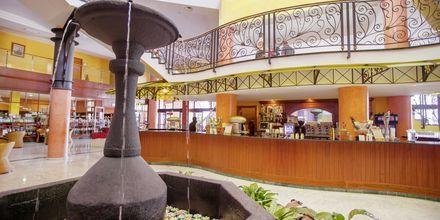 Lobbyn på hotell Bahia Principe Costa Adeje i Playa de las Americas.