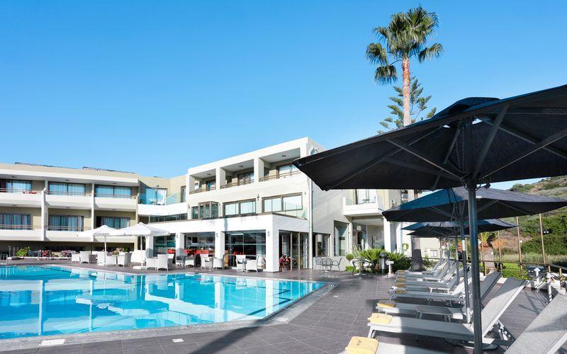 Poolområde på hotell Bali Star i Bali på Kreta.