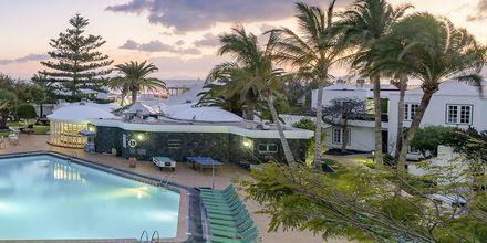Poolen på hotell Barcarola Club på Lanzarote.