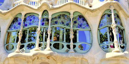 Ett av Gaudís mer kända fönsterpartier.