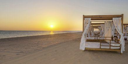 Stranden vid hotell Baron Palace Resort i Sahl Hasheesh, Egypten.