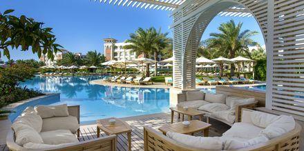 Poolbaren vid infinitypoolen på hotell Baron Palace Resort i Sahl Hasheesh, Egypten.