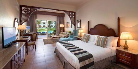 Deluxesvit med delad pool på hotell Baron Palace Resort i Sahl Hasheesh, Egypten.