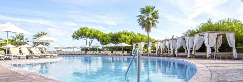 Poolområdet på hotell Be Live Collection Palace de Muro på Mallorca, Spanien.