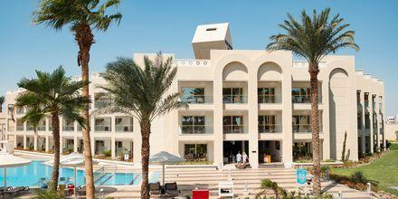 Byggnad och pool för endast för Apollos gäster på hotell Beach Albatros Resort i Hurghada, Egypten.