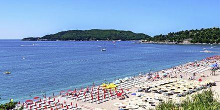 Stranden i Becici är en av Montenegros längsta.