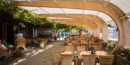Restaurang nere vid stranden i Becici.