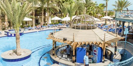 Pool med poolbar på hotell Bella Vista i Hurghada, Egypten.