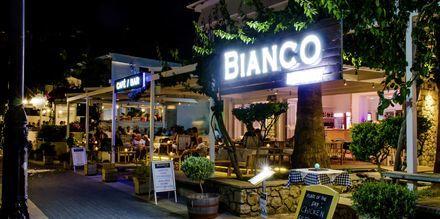Restaurang och bar på hotell Bianco i Parga, Grekland.