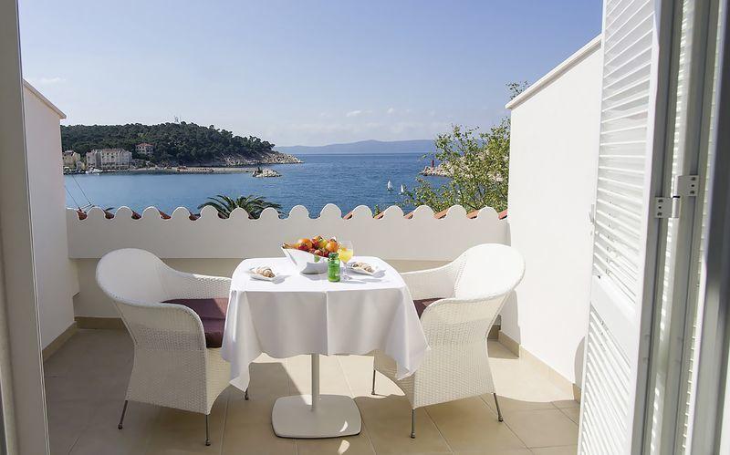 Dubbelrum med havsutsikt på hotell Biovoko i Makarska.