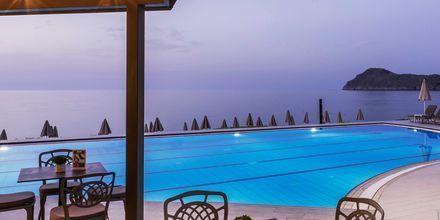 Poolområde på hotell Blue Dome i Platanias, Kreta.