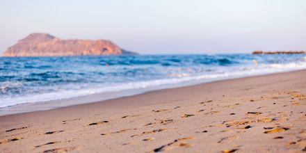 Stranden vid hotell Blue Dome i Platanias, Kreta.