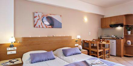 Enrumslägenhet på hotell Blue Dome i Platanias, Kreta.