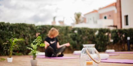 Yoga på hotell Blue Dome i Platanias, Kreta.