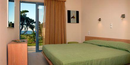 Sovrum på hotell Blue Sea Villas i Platanias, Kreta.