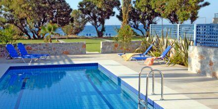 Trerumslägenhet på hotell Blue Sea Villas i Platanias, Kreta.