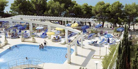 Poolområdet på hotell Bluesun Alga i Tucepi, Kroatien.