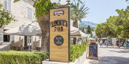Clementes Pub på hotell Bluesun Alga i Tucepi, Kroatien.