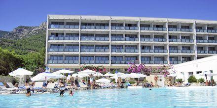 Poolområdet på hotell Bluesun Elaphusa, Brac i Kroatien.