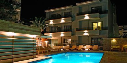Poolen på hotell Bourtzi i Skiathos stad, Grekland.