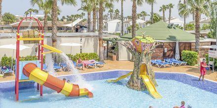 Barnpool på hotell BQ Alcudia Sunvillage på Mallorca, Spanien.