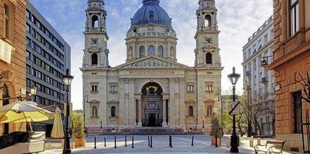 St. Stephen's Basilica är Budapest högsta byggnad på 96 meter.