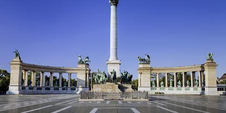 Hjältarnas torg, eller Hősök tere som det heter på ungerska, är ett känt torg i Budapest.