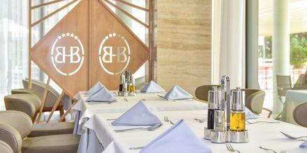 Restaurang på hotell Butrinti i Saranda, Albanien.